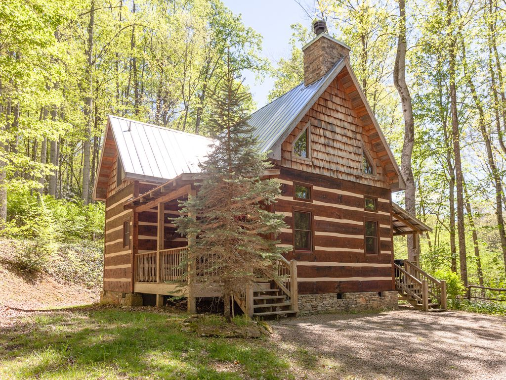 Creekside cabin log cabin with outdoor ho vrbo for Hewn log cabin kits