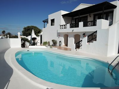 Photo for Nice quiet and detached house with pool and views