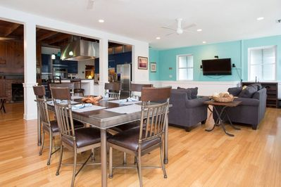 Huge open floor plan kitchen, eat in bar, dining rm & 2 living rms w/2 pullouts