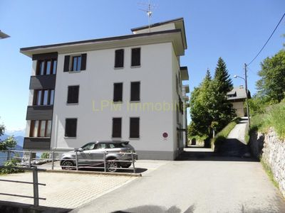 Photo for Villa Blanche 07 Light apartment with a beautiful open view on the Alps (bay windows) in a small bui