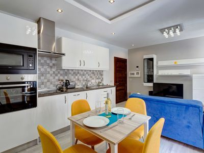 Photo for Idyllic Apartment just off the Promenade