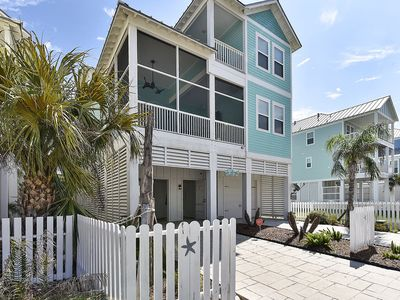 Neptune's Sanctuary is a luxury 4/4.5, sleeps 12, home in Beachside Village.