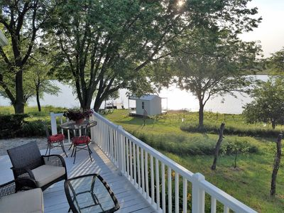 Sheah Blue Vineyard - Vineyard Cottage.  Guest Cottage On A 34 Acre Private Lake