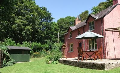 FOUR STAR Visit Wales 'Chocolate Box' hideaway nestling in National Trust woods