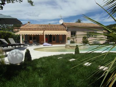 Photo for Very quiet villa with pool and Jacuzzi in a green space