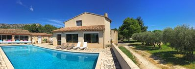 Photo for Spacious house with large pool, overlooking the Luberon, Mérindol, 10 pers.