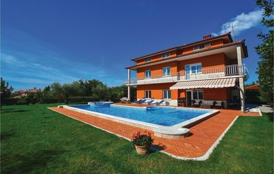 5 bedroom accommodation in Sezana