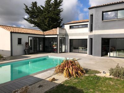 Photo for Contemporary house 200 m2, 5 bedrooms, swimming pool, near sea Chatelaillon