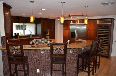 Stunning (Fully Equipped) Open Granite Kitchen w/Counter Dining...