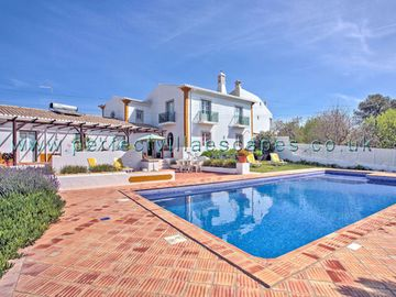 Beautifully restored country villa with beautiful pool and garden