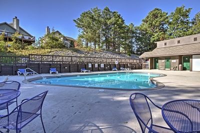 You'll enjoy access to the community pool and hot tubs!