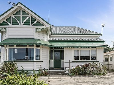 Photo for Leica Stay and Walnut Flat - Napier Holiday Home