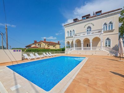 Photo for Comfortable apartment with shared swimming pool, beach 900 m and 6 km from Umag