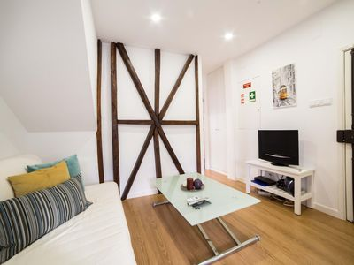 Photo for Príncipe Real Modern Flat apartment in Bairro Alto with WiFi & air conditioning.