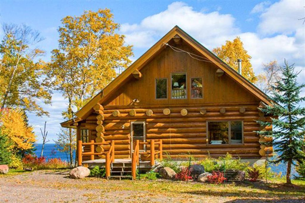 Luxurious Log Cabin On Lake Superior Silver Bay