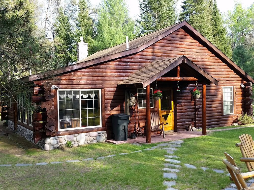 Log cabin luxury on the famed au sable river luzerne for Michigan romantic cabins