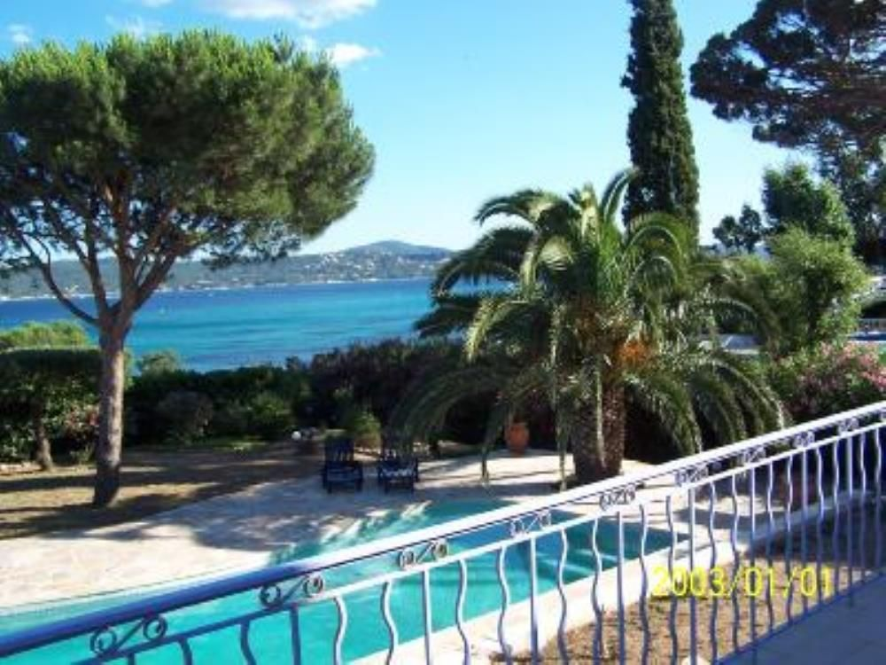 sainte maxime villa vue mer imprenable sur saint tropez avec piscine grimaud location de. Black Bedroom Furniture Sets. Home Design Ideas