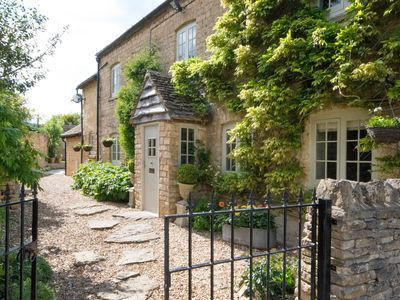 Photo for Beautiful Cotswold Cottage