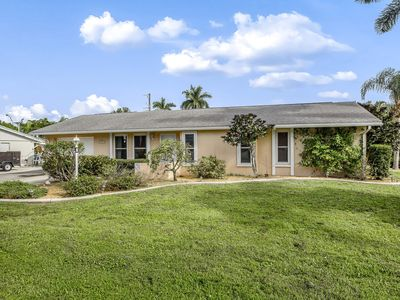 Photo for NEW LISTING! Family-friendly house w/entertainment, near beach access -dogs OK