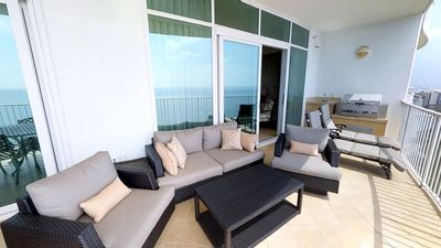 Newly Renovated, Stunning 3 Bedroom on 21st Floor; Free Wifi and DVD Rentals