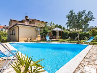 Photo for Villa with private pool, 5 bedrooms, 3 bathrooms, air conditioning, WiFi, large terrace with barbecue and only 2.3 km to the beach
