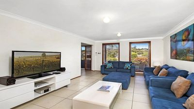 Photo for 500M WALK TO BEACH,PET FRIENDLY, WIFI & FOXTEL