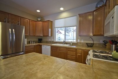 Luxury Vacation Rentals, Bend Oregon, Kitchen with gas range/oven, breakfast bar with seating for two