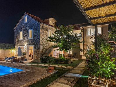 Photo for Luxury completely renovated stone house, swimming pool, 240m2 living space