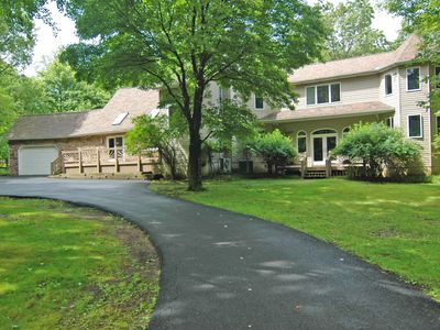 Photo for Quiet, Spacious, Volleyball Ct, Lake access, Spa, close to skiing!