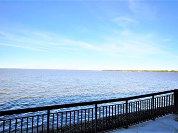 FREE GOLF CART INCLUDED! NEWLY REMODELED 1 BR W/ AN AMAZING BAY VIEW & FREE WIFI