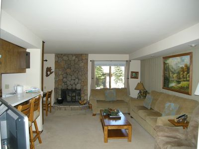 Photo for Cozy 1 bedroom condo close to the Village and slopes!