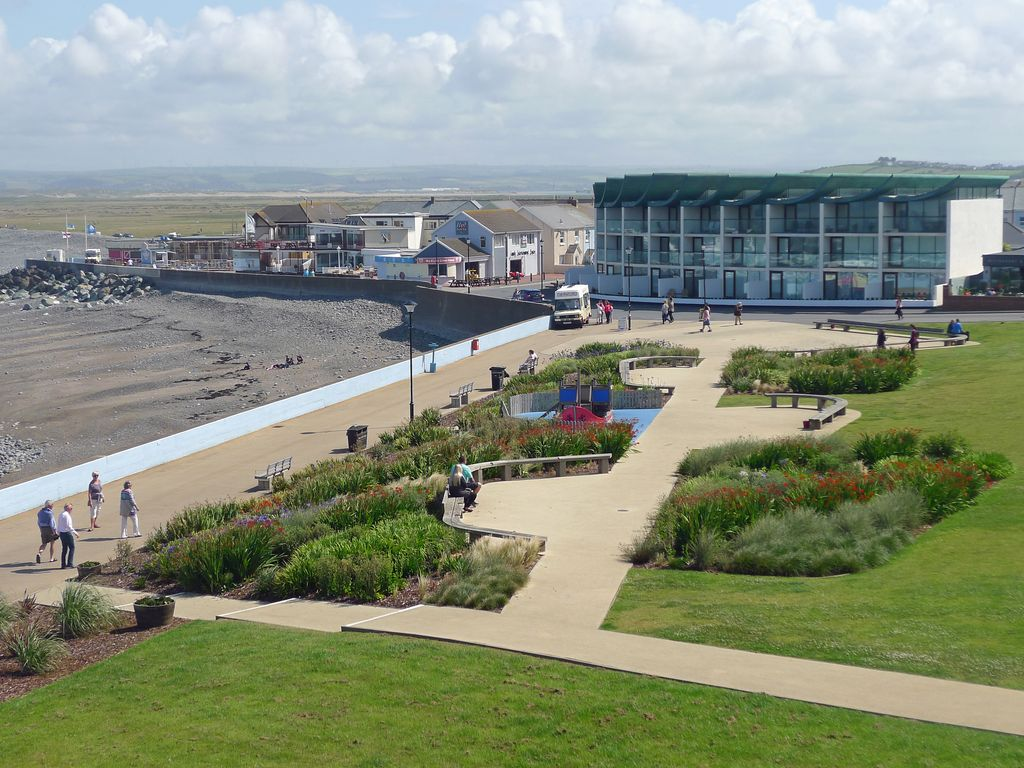Westward Ho! apartment rental - Enjoy a local made ice cream whilst relaxing on the village green