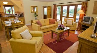 Scenic Coolreagh 2BR Cottage in
