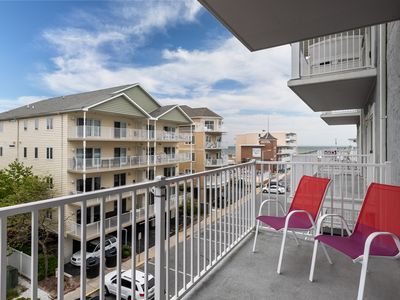 Photo for Oceanview condo w/jetted tub, fireplace, shared pool - close to the beach!