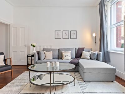 Photo for Stunning 1 Bed Apt, Sleeps 4 nr Central London