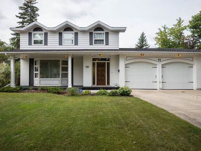 Photo for Executive home for large groups. Right by UofM