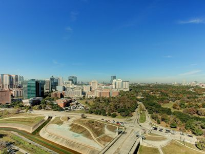 Photo for Stunning 2BR Penthouse at Vantage Med Center