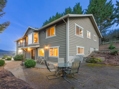 Photo for Beautiful Home with Theater in Heart of Premiere Oregon Wine Country