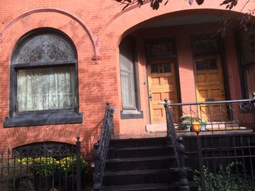 Family Friendly Historic Victorian Rowhouse Heart of DePaul University Campus