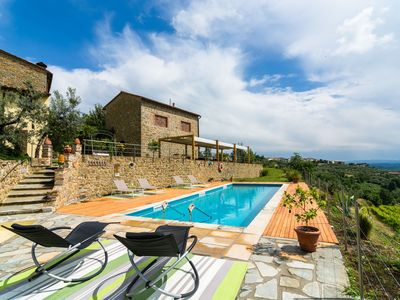 Photo for Typical Tuscan farmhouse with private pool in the hills of Vinci