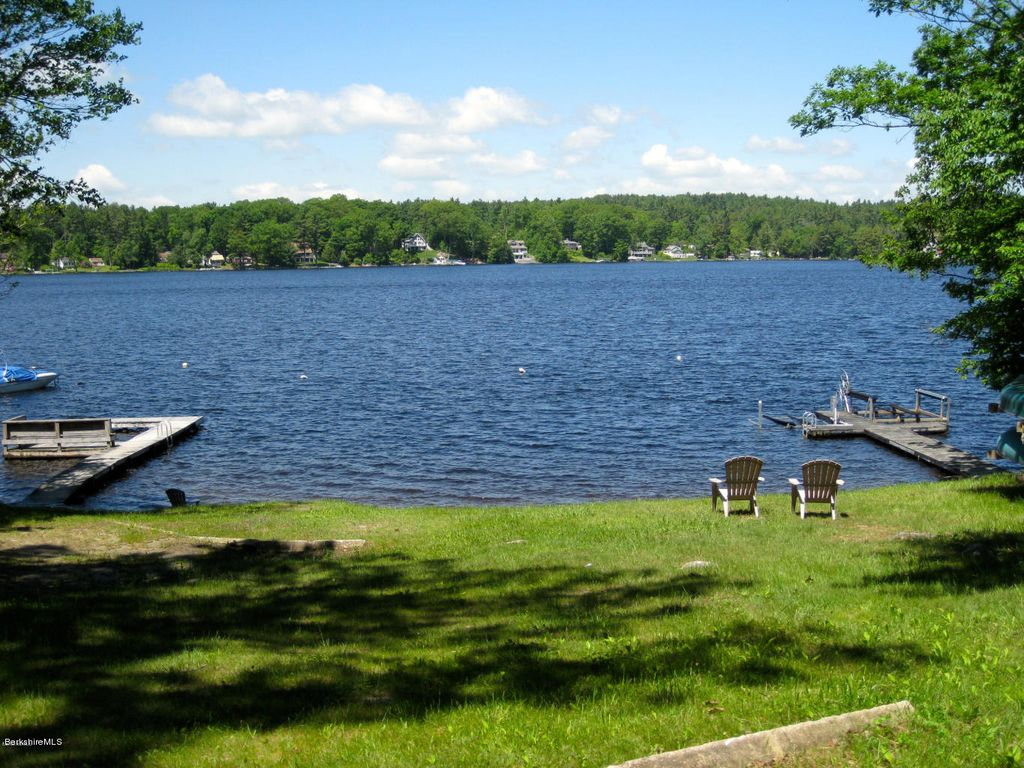 Lovely otis reservoir lake cottage east otis berkshires for Lake cabins for rent in massachusetts