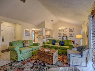 Welcome to our newly redecorated villa located in the quiet, family-friendly community of Linkside in Sandestin.