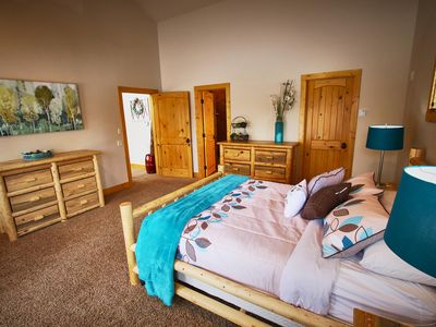 Photo for Beautiful 5 Bedroom Cabin w/ Hot Tub. Near Cascade Lake and Tamarack Resort