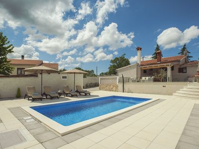 Photo for Beautiful villa with private pool, 2 bedrooms, 2 bathrooms, washing machine, air conditioning, Wi-Fi, sun loungers and an outdoor kitchen with barbecue and satellite TV