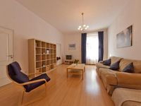 Very spacious and very well equipped contemporary apartment and a very helpful owner.
