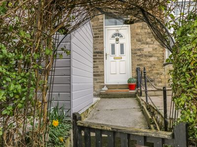 Photo for ANGEL COTTAGE, family friendly, with a garden in Skipton, Ref 961486