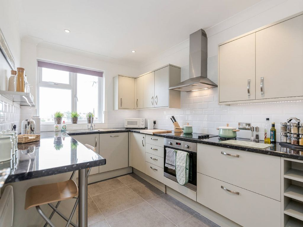 Tandridge District Apartment Al Newly Refurbished Fully Equipped Kitchen