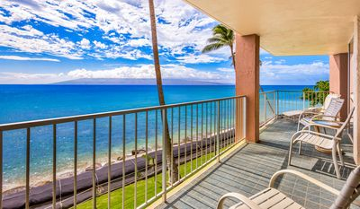 Photo for May Sale @ $225/nite 40' Oceanfront Lanai 2Bed/2.5Ba FREE WiFi & Parking RK210