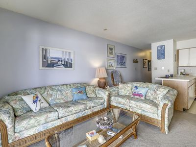 FREE DAILY ACTIVITIES INCLUDED!!!  LINENS INCLUDED*! Balcony overlooks pool enclosure and courtyard area.