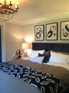 Stay in the heart of Roswell - walk to dinner and stay the night